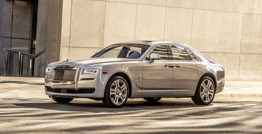 the rolls royce ghost is a stealthy six figure hot rod los. Black Bedroom Furniture Sets. Home Design Ideas