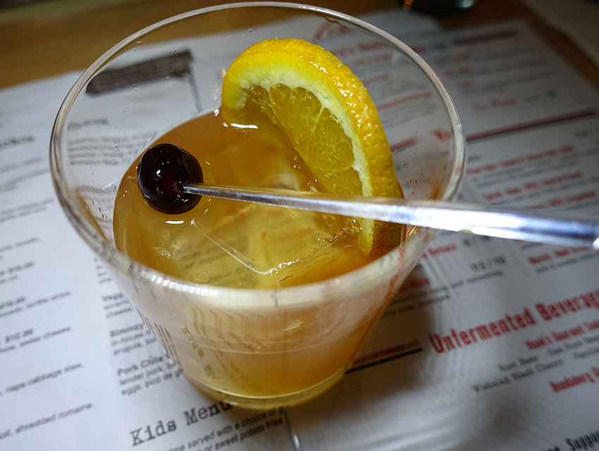 Simmzy S City New Burbank Outpost Adds Cocktails To The