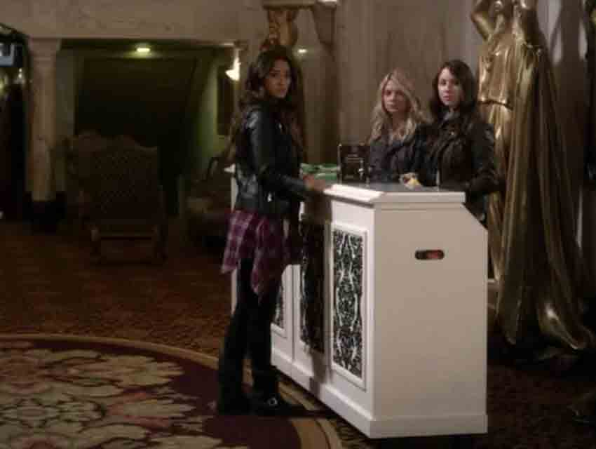 "A screen grab from ""Pretty Little Liars"""