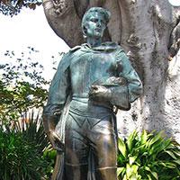 A statue of Felipe DeNeve