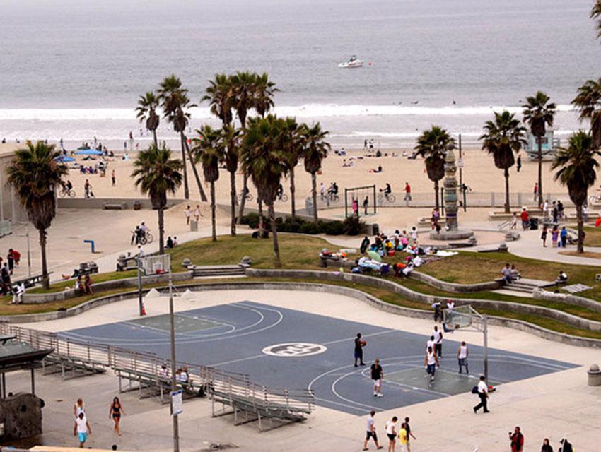 """Résultat de recherche d'images pour """"basketball venice beach"""""""