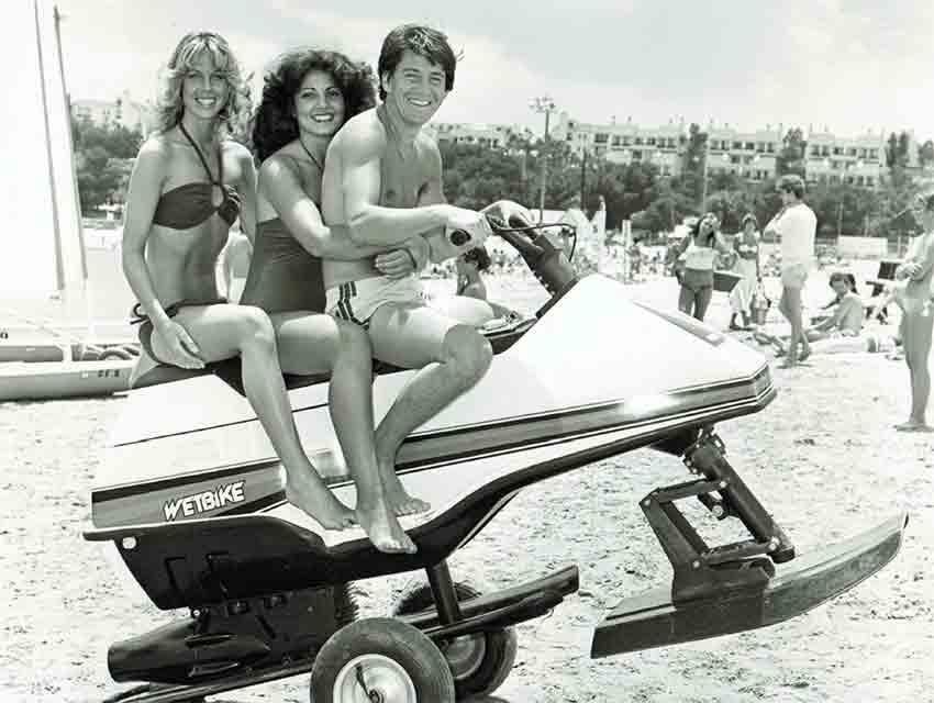 Rams cheerleaders Jenilee Harrison and Michelle Kotzen on the beach with Happy Days actor Anson Williams.
