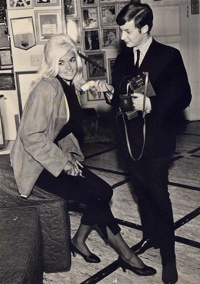 Elliot Mintz interviewing Jayne Mansfield. Photograph courtesy Mintz.