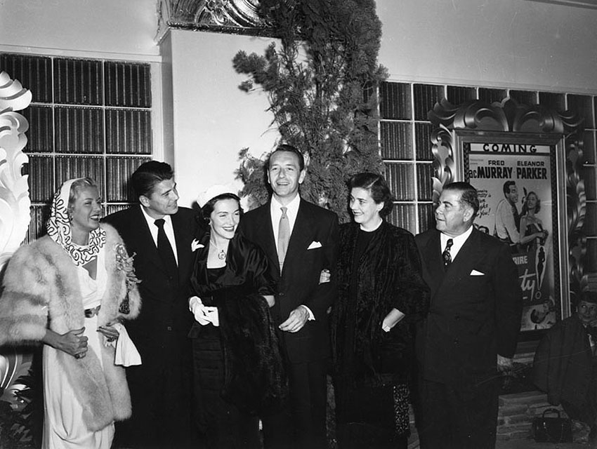 Nancy and Ronald Reagan (center) with Paul Henreid and theater co-manager Charles Skouras, and unidentified actors