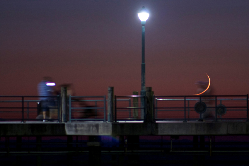 Crescent moonset at Redondo Beach Pier