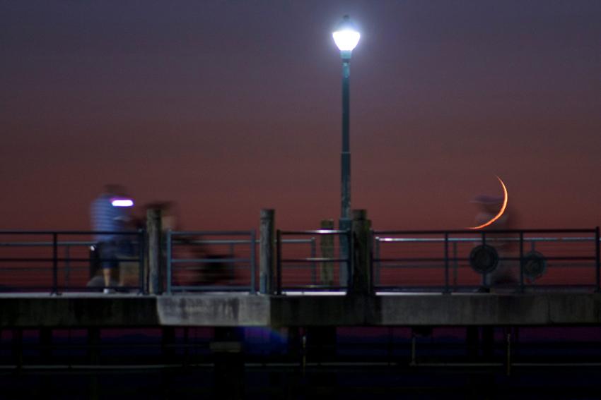 Crescent moonset at Redondo Beach Pier