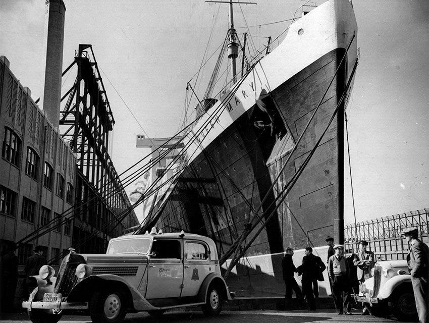 The SS 'Queen Mary' docking in New York, USA.