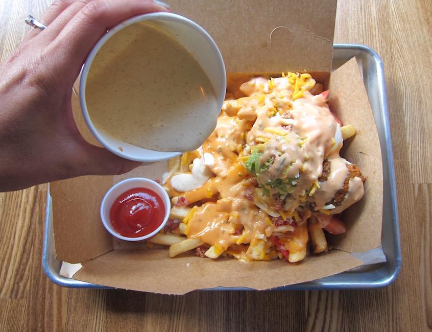 plato-fries-with-guacamole-chile-and-queso-blanco