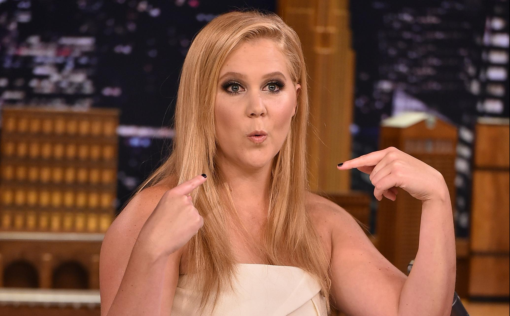 Amy Schumer Nude Scene it sure looks like amy schumer's stomach has been retouched