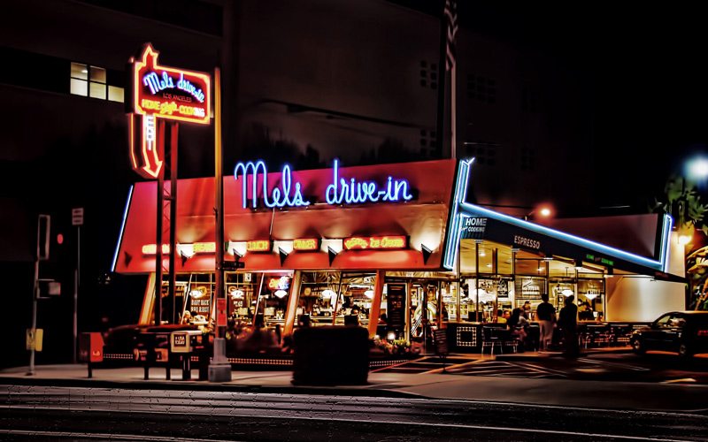 mels drivein california diner - 800×500