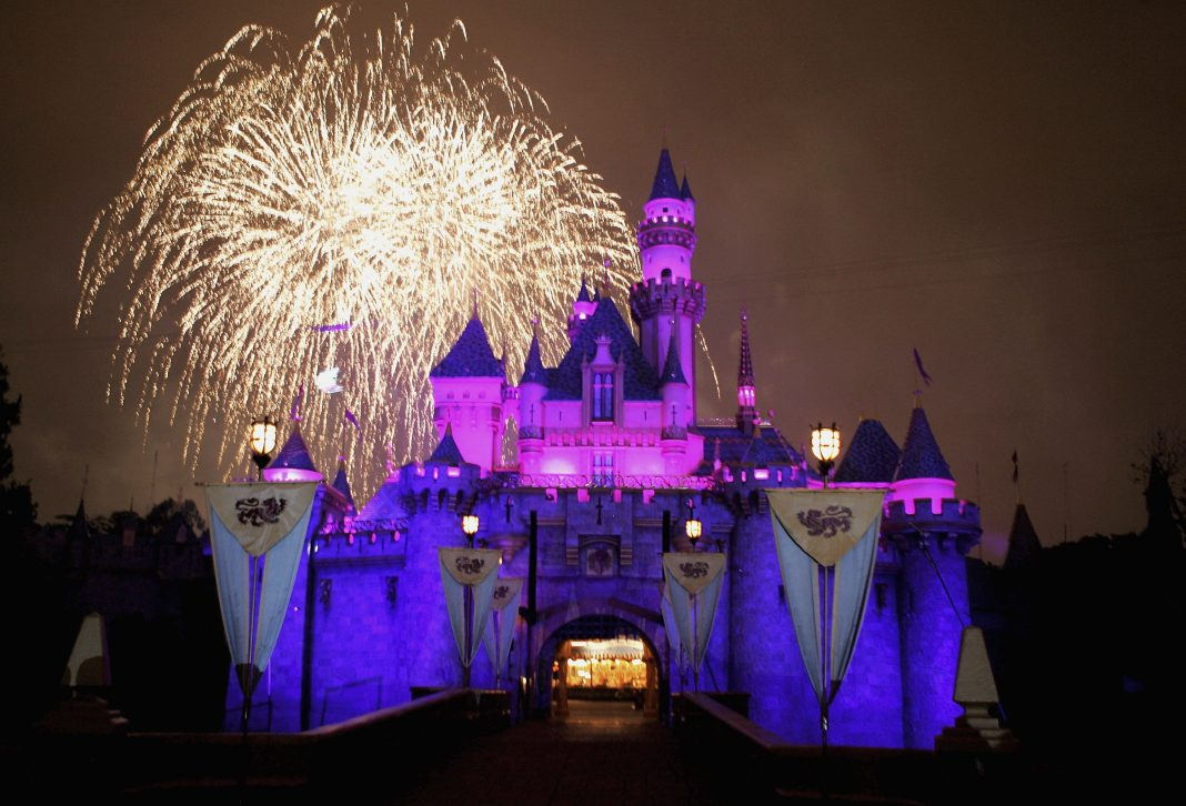 The 25 Tricks That Everyone Who Visits Disneyland Should Know