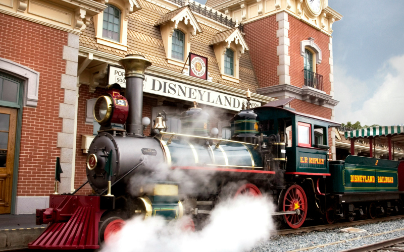 One Of Disneyland S Most Iconic Attractions Is Back In