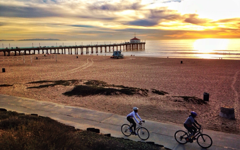 how to make a day of the 4 mile stroll from manhattan beach to