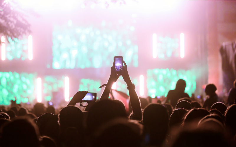 things to do in los angeles like taking photos of concerts with your phone