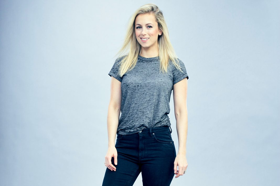 Iliza Shlesinger Wedding.Iliza Shlesinger Remebers The 2000s In Her New Netflix Comedy Special