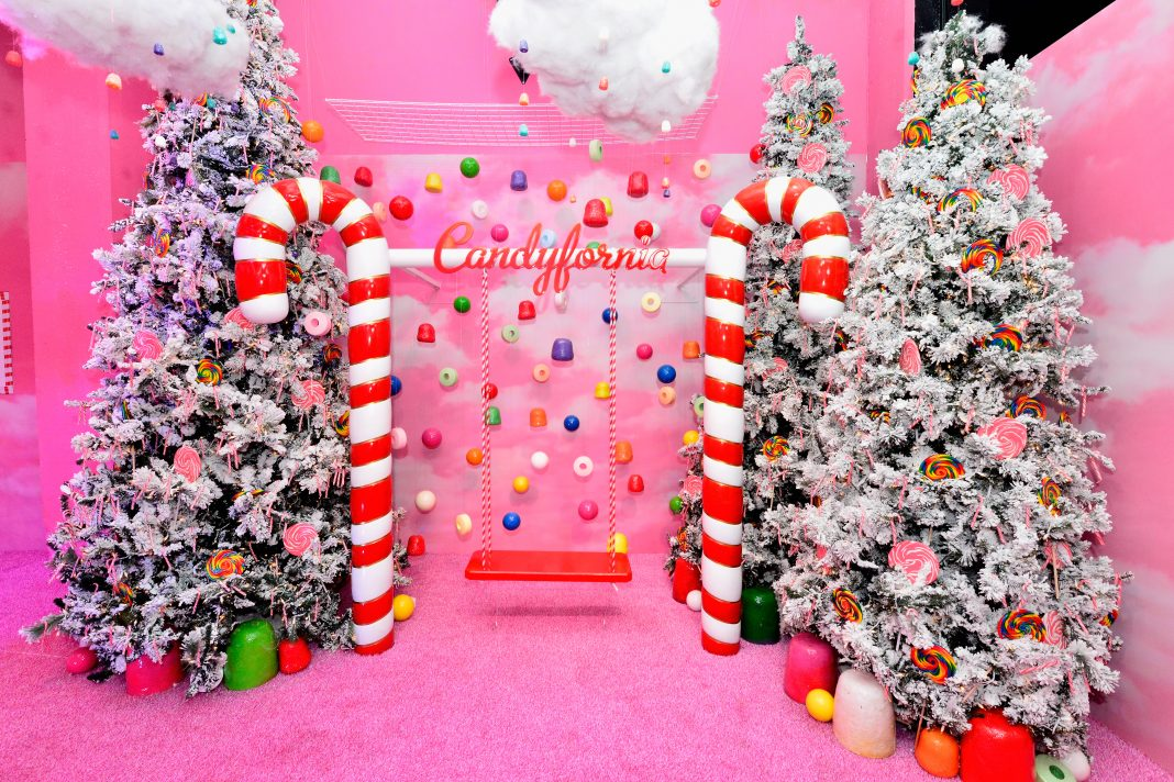 Christmas In Los Angeles.A Christmas Themed Instagram Trap Opens In The Arts District