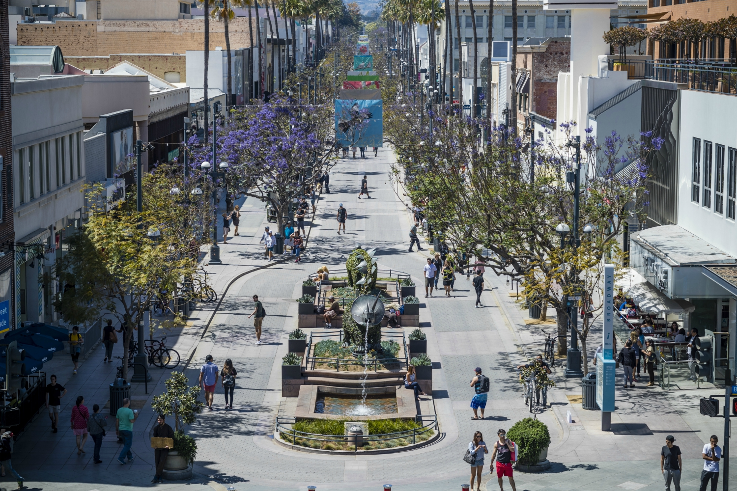 Third Street Promenade >> How Santa Monica Is Trying To Lure People Back To The Third Street
