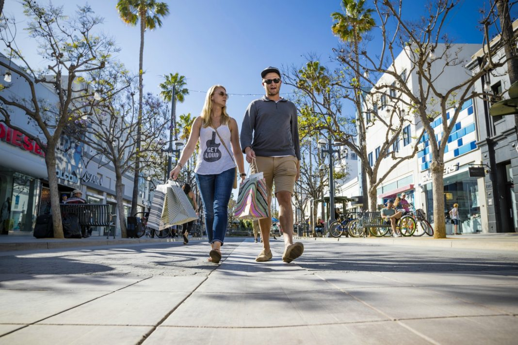 3rd Street Promenade Hours >> How Santa Monica Is Trying To Lure People Back To The Third Street