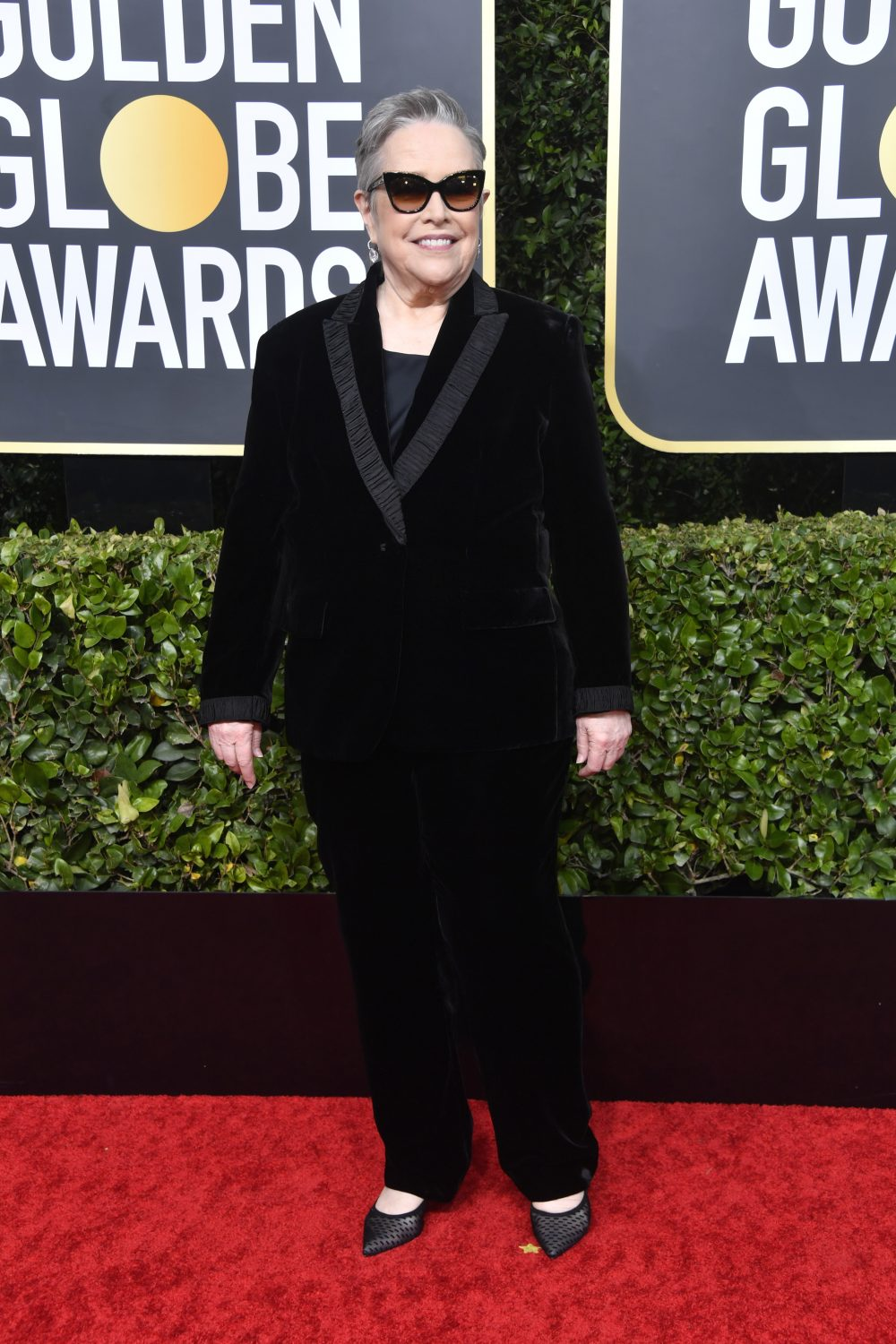 indoor sunglasses golden globes kathy bates