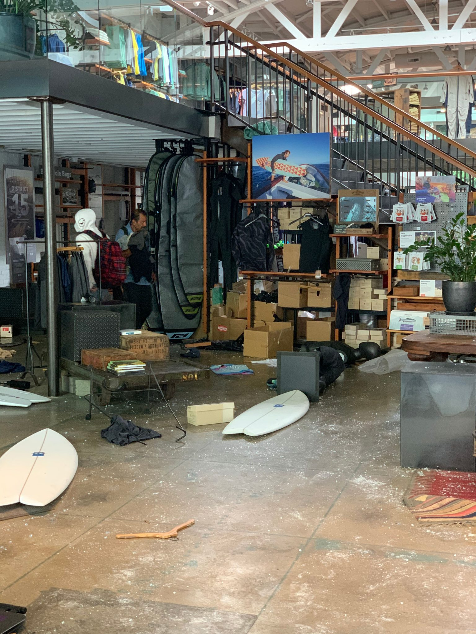 santa monica looting
