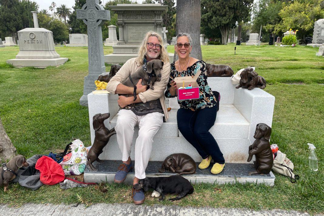 dachshund grave hollywood forever